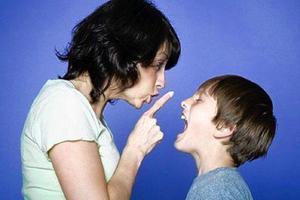 Πώς αντιδρούν οι έφηβοι στην κριτική των γονιών τους