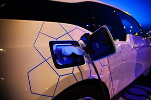Ο πρώτος φορτιστής ηλεκτρικών οχημάτων στο «Ελ. Βενιζέλος»