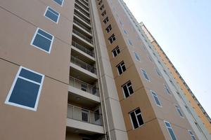 Κινέζοι βάζουν ψεύτικα παράθυρα σε πολυκατοικίες