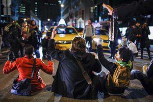 Συνεχίζονται οι διαδηλώσεις στη Νέα Υόρκη