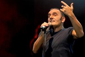 Τραγουδιστής ξεψύχησε κατά τη διάρκεια συναυλίας