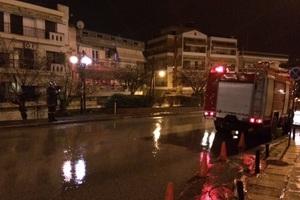 Υλικές ζημιές από πυρκαγιά στην αποθήκη στον Πειραιά