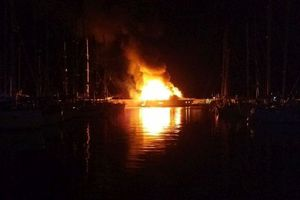 Φωτιά ξέσπασε σε ιστιοπλοϊκό σκάφος στους Παξούς