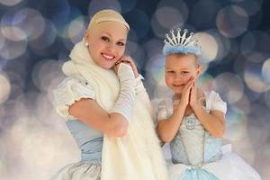 Καρκινοπαθής πέντε ετών ποζάρει για το δικό της παραμύθι