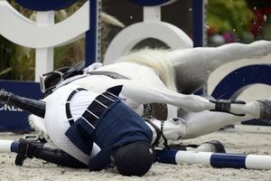 Έπεσε από το άλογο η Αθηνά Ωνάση