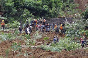 Στους 32 ανήλθε ο αριθμός των νεκρών στην Ινδονησία