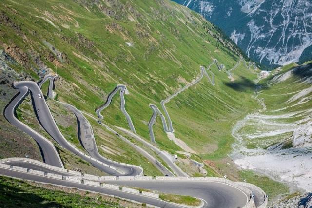 Oι πιο διάσημοι δρόμοι του κόσμου! Για τους λάτρεις των αυτοκινήτων και των ταξιδιών...