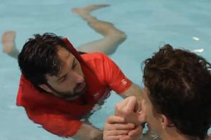 Αν ένας ενήλικας μάθαινε κολύμπι όπως ένα τετράχρονο