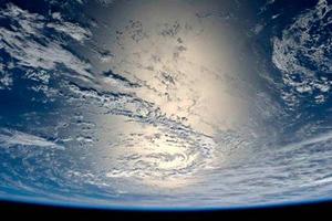 Τι βλέπουν οι αστροναύτες όταν επιστρέφουν στη γη