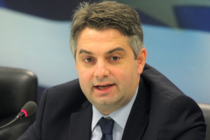 Διψήφιο ποσοστό για τη Δημοκρατική Συμπαράταξη στις επόμενες εκλογές βλέπει ο Κωνσταντινόπουλος