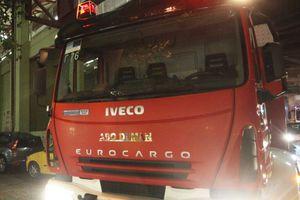 Φωτιά σε πυλωτή οικοδομής στην Περαία