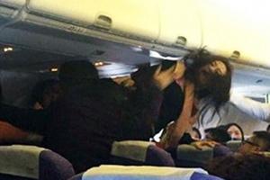 Άγριος καυγάς σε αεροπλάνο για το κλάμα ενός μωρού