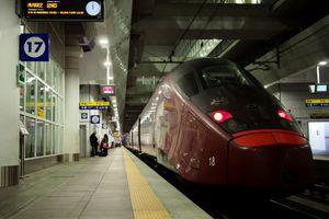Πυρκαγιά σε σταθμό τρένων στην Μπολόνια