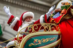 Ο Άγιος Βασίλης ξεκίνησε το ταξίδι του για να μοιράσει τα δώρα