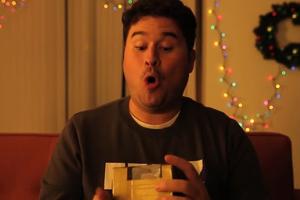 Πώς να υποκριθείς ότι σου αρέσει ένα χάλια δώρο