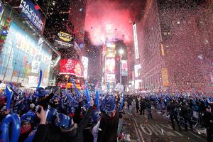 Εορταστική βόλτα στις Πρωτοχρονιές του κόσμου