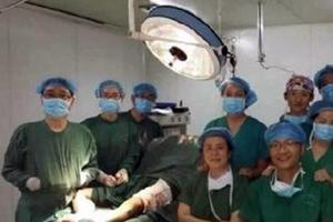 Έβγαλαν selfie την ώρα της εγχείρησης
