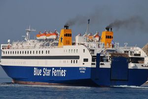 Ποδαρικό από το… «Blue Star Διαγόρας» στο λιμάνι του Πειραιά