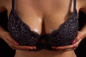 Κωμικοτραγικές ιστορίες με εμφυτεύματα στήθους
