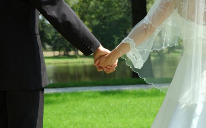 Οι παντρεμένοι βγάζουν περισσότερα από τους ανύπαντρους