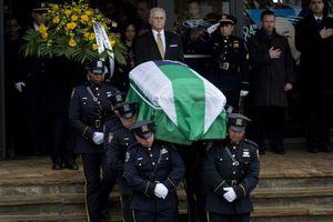 Αστυνομικοί γύρισαν την πλάτη τους σε κηδεία συναδέλφου τους