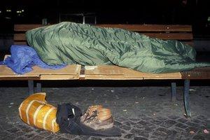 Γαλλική πόλη ξήλωσε τα παγκάκια για να μην κοιμούνται άστεγοι