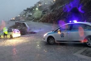 Οδηγοί αυτοκινήτων εγκλωβίστηκαν στη Σύρο