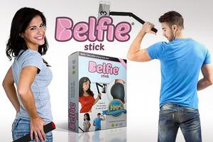 Ξεχάστε το selfie stick, έρχεται το... belfie stick