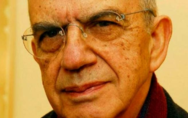Ξεκίνησε η δίκη για τη δολοφονία του συγγραφέα Μένη Κουμανταρέα