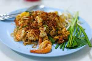 Τρία πιάτα που τα «σπάνε» στη Μπανγκόκ
