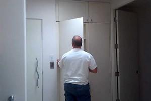 Σου μοιάζει για μία συνηθισμένη ντουλάπα;