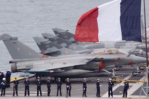 Το Παρίσι στέλνει το «Σαρλ ντε Γκολ» για να στηρίξει τις επιχειρήσεις στη Μέση Ανατολή
