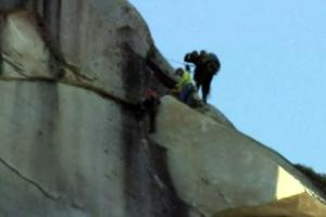 Σκαρφάλωσαν σε βράχο 900 μέτρων χωρίς εξοπλισμό