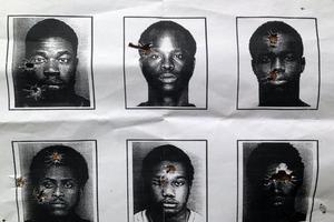 Αστυνομικοί έκαναν σκοποβολή σε φωτογραφίες Αφροαμερικανών