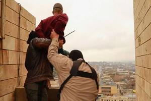 Τζιχαντιστές πετούν ομοφυλόφιλους από ταράτσα