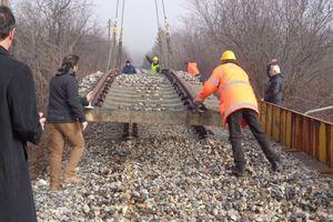 Ξηλώνονται ράγες σε γέφυρες στην Κοζάνη