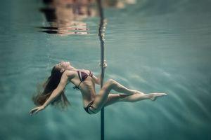 Υποβρύχιο pole dancing