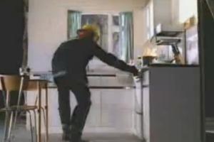 Πώς να σβήσεις τη φωτιά στην κουζίνα
