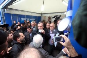 Στο εκλογικό κέντρο της ΝΔ στο Σύνταγμα ο Αντώνης Σαμαράς