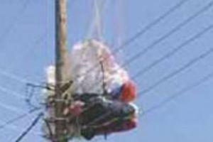 Ο αέρας πέταξε σε ηλεκτροφόρα καλώδια 38χρονο