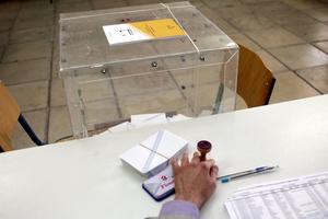 Πώς οι ραγδαίες πολιτικές εξελίξεις διαμορφώνουν τα ποσοστά των κομμάτων
