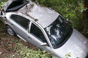 Αυτοκίνητο έπεσε σε γκρεμό στην Πάτρα