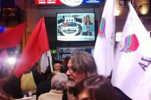 Πανηγυρισμοί στα γραφεία του ΣΥΡΙΖΑ ανά την Ελλάδα
