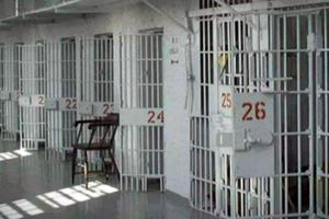 Κρατούμενοι-μαθητές δίνουν προαγωγικές εξετάσεις στις φυλακές της Λάρισας
