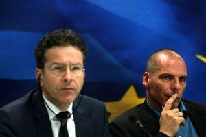 Ο Βαρουφάκης ξηλώνει τον Ντάισελμπλουμ από το Eurogroup