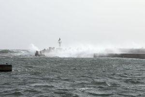 Σαρώνουν την Μυτιλήνη οι θυελλώδεις άνεμοι