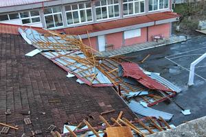 Απομακρύνεται η σκεπή σχολείου που κατέρρευσε στη Βέροια