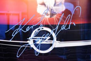 Ο Lagerfeld «πάντρεψε» το Corsa... με μια γάτα Βιρμανίας