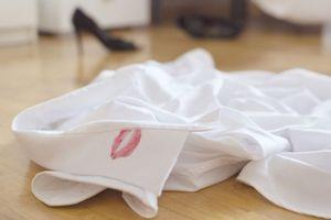 Πώς μια κάρτα αποκάλυψε τη διπλή ζωή του συζύγου της