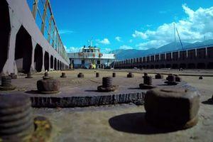 «Νεκροταφείο» πλοίων το λιμάνι των Μαλίων